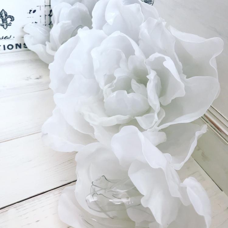 alternative wedding flowers eco friendly table decorations milk carton bottle repurposing